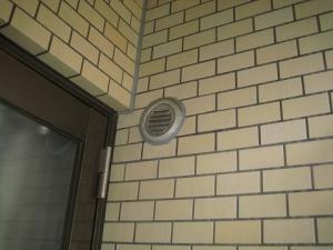 逆勾配で使えない外壁面の穴