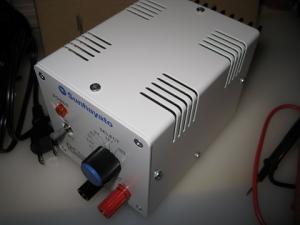 小型軽量の直流安定化電源