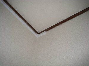 電線が壁を貫通したところのモール