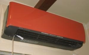 水漏れを起こしているエアコン室内機