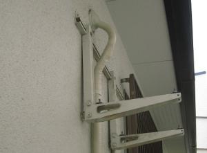 壁に残った壁面金具