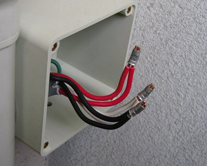 電線の圧着接続