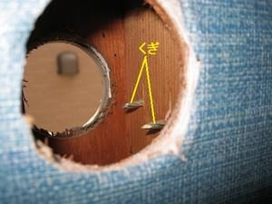 配管穴の中に釘が出ている