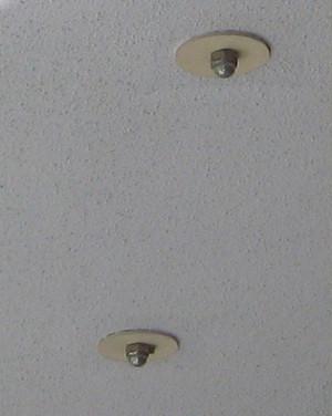 天井に付いているナット