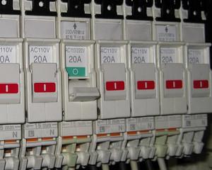 分電盤内の配線用遮断器