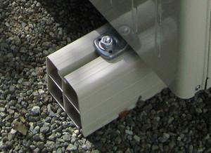 樹脂製のボルト固定架台