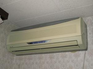 いままで使用していた古いエアコン