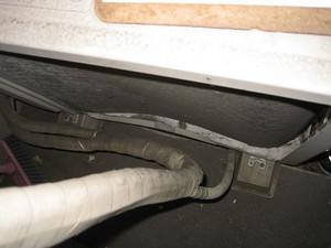 室外機の熱交換器と外板の曲がり