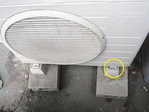 室外機前面側の損傷個所