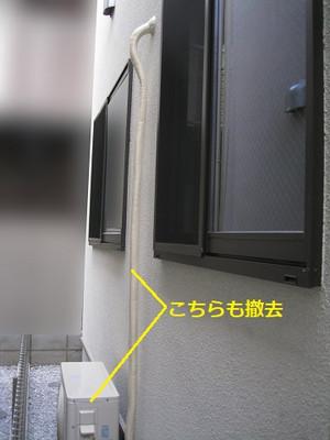 屋外側の仮に設置した室外機まわりの状況