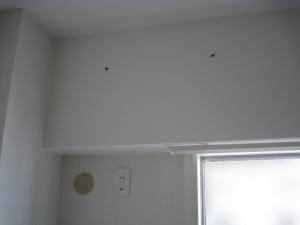 エアコン設置場所の壁紙が貼られている