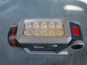 ライトにバッテリーを装着