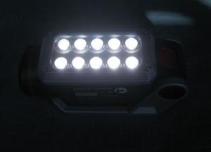 バッテリー式LEDライトを点灯