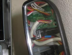 鏡でコネクタ接続状態を確認