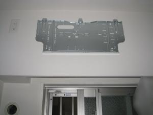 室内機用の据付板を設置