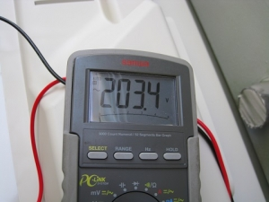 室外機での電源電圧測定