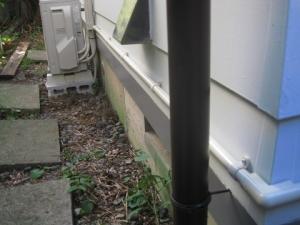 角から室外機方向の電線管