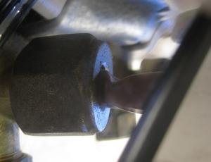 接続ナット付近で変形した銅管