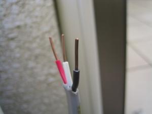 室内外連絡電線のむき直し