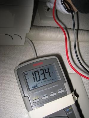 コンセント下側端子の対地電圧