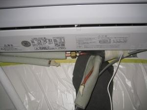 室内機背面で配管接続
