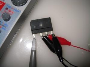 オシロのプローブをダイオードスタックの出力へ接続