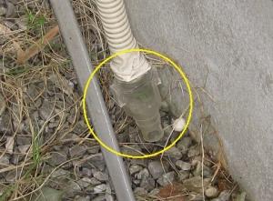 ドレン排水管に付けられた逆止弁