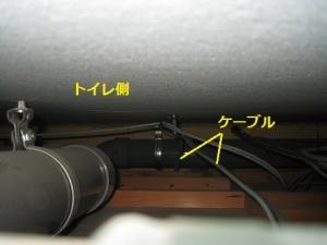 天井内をころがし配線、トイレ方向
