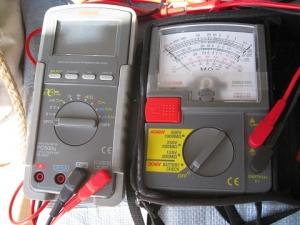 絶縁抵抗計の動作確認に回路計を使う