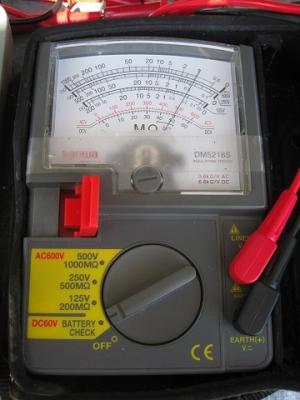 絶縁抵抗計のバッテリーチェック