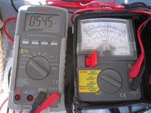 絶縁抵抗計500Vをテスターで相互に計測