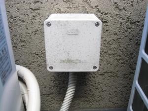 劣化した電源接続ボックス