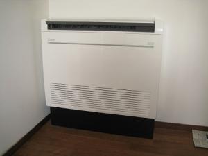 床置き形エアコン設置完了