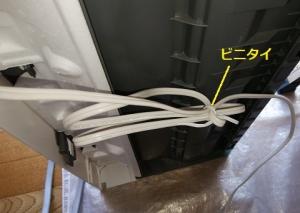 エアコンの電源コードに巻いたままのビニタイ