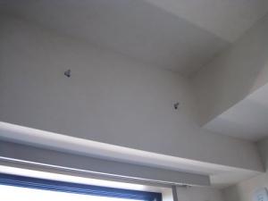 室内機固定用ボルトをインサートへ取り付け