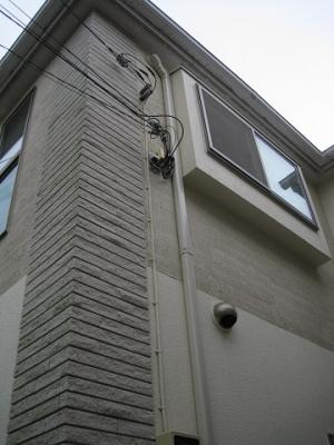 屋外のエアコン配管