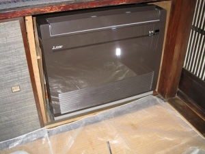 取り付けた新しい床置き形室内機