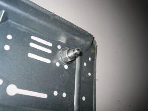 室内機の据付板はオールアンカーで止まっていた。