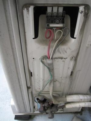 変な電線接続