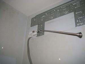 銅管に折れやつぶれがないかスプリングベンダーで確認