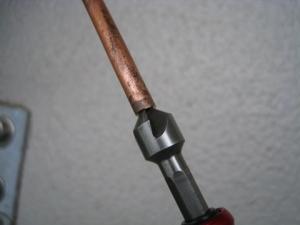 銅管をリーマーで面取り