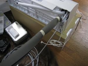 補助配管に付属の断熱材を巻いて