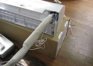 補助配管をテーピング