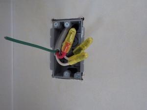 圧着接続には絶縁キャップ