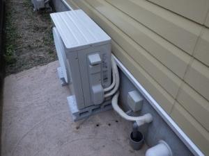 隠蔽配管へのエアコン取り付け工事完了