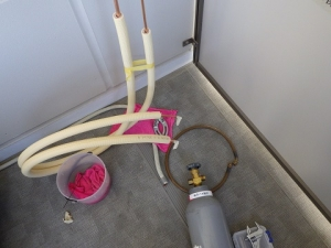 冷媒管溶接の準備