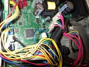 制御基板へコードを接続