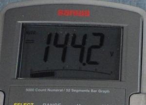 絶縁抵抗計125Vレンジの出力電圧は144.2V