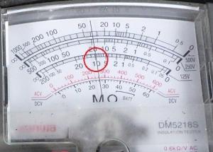 絶縁抵抗計の指示値は約10MΩ