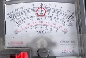 絶縁抵抗計の指示は約10MΩ